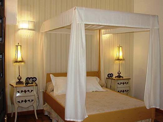 Elegantes Doppelzimmer mit Ehebett