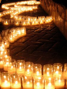 Lichterketten auf dem maurischen Fest in Guaro