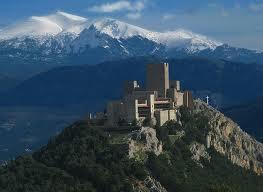 Blick auf den Castillo de Santa Catalina und die Berge