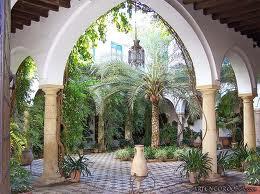 Innenhof mit Palmen im Palacio de Viana