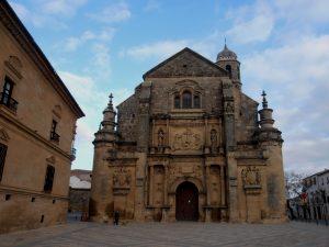 Kirche und Vorplatz in Úbeda