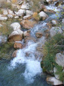 Kleiner Wasserfall im Río Chillar