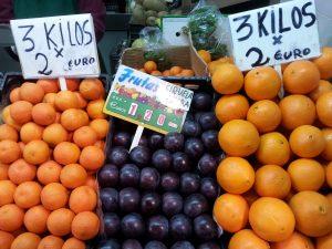 Obststand auf einem Wochenmarkt