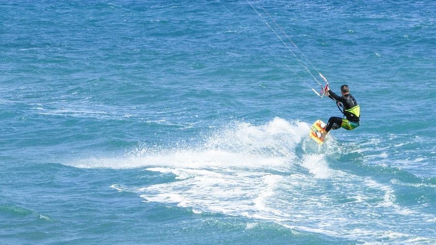 Surfen lernen in Andalusien- Wellenreiten, Kitesurfen und Windsurfen